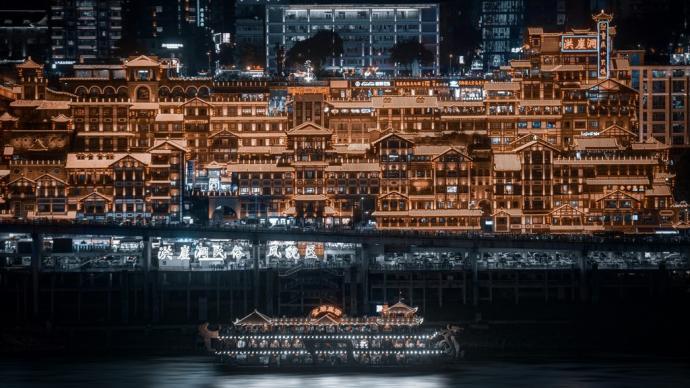 民谣中国|重庆:生活从爬坡开始,火锅续命,喝夜啤酒催眠
