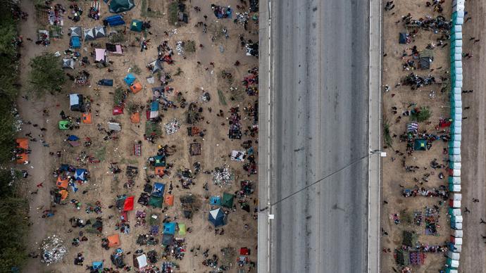 早安·世界|上万非法移民滞留美墨边境,美计划大规模遣返