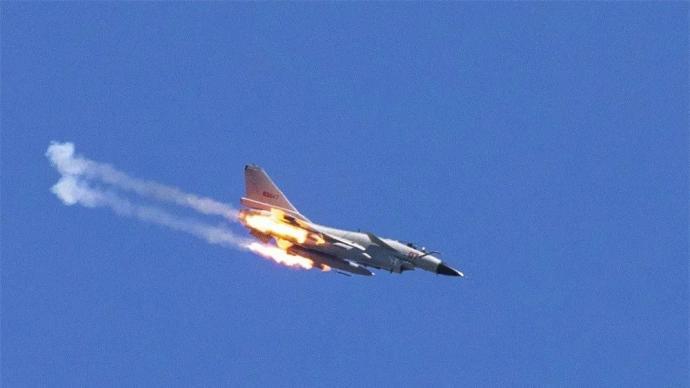 视频丨东部战区海军航空兵高燃实弹射击画面震撼发布