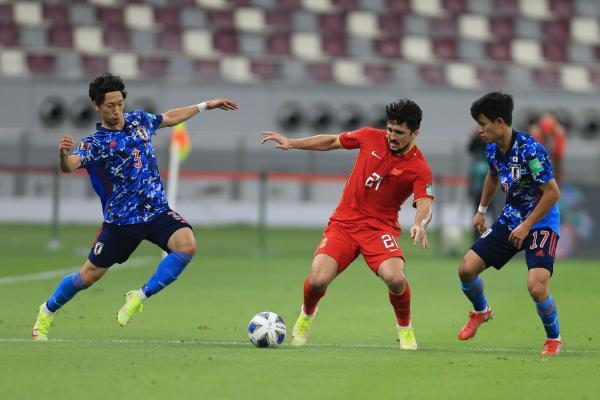 國足在12強賽中接連不敵澳大利亞和日本。 本文圖片 CFP