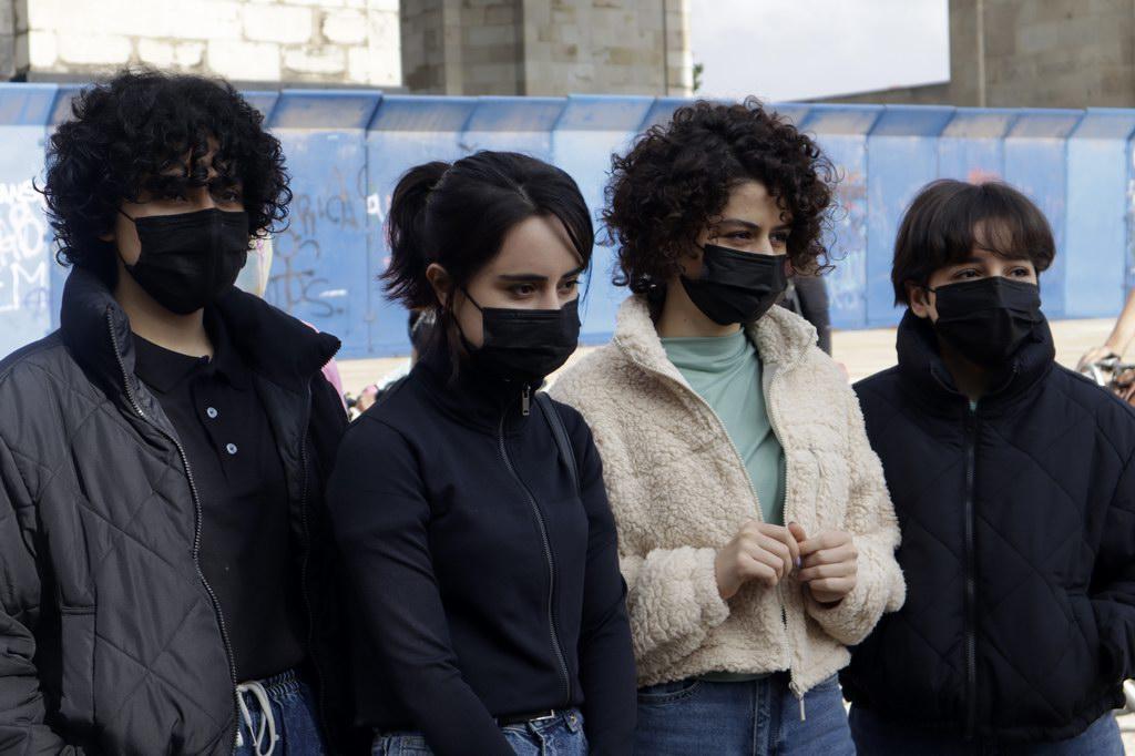 当地时间2021年9月19日,墨西哥墨西哥城,阿富汗女子机器人团队成员参加欢迎她们的骑行。墨西哥官员Martha Delgado与阿富汗女子机器人团队一起骑行,欢迎后者到来。