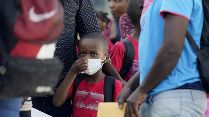 早安·世界|美国遣返海地等国非法移民,每天启用七架航班