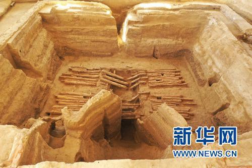 图为2018血渭一号墓墓圹全景。新华社发(热水联合考古队供图)