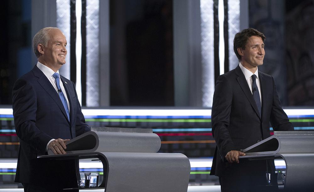 当地时间2021年9月8日,加拿大保守党领袖奥图尔(左)、加拿大总理特鲁多(右)参加辩论。人民视觉 图