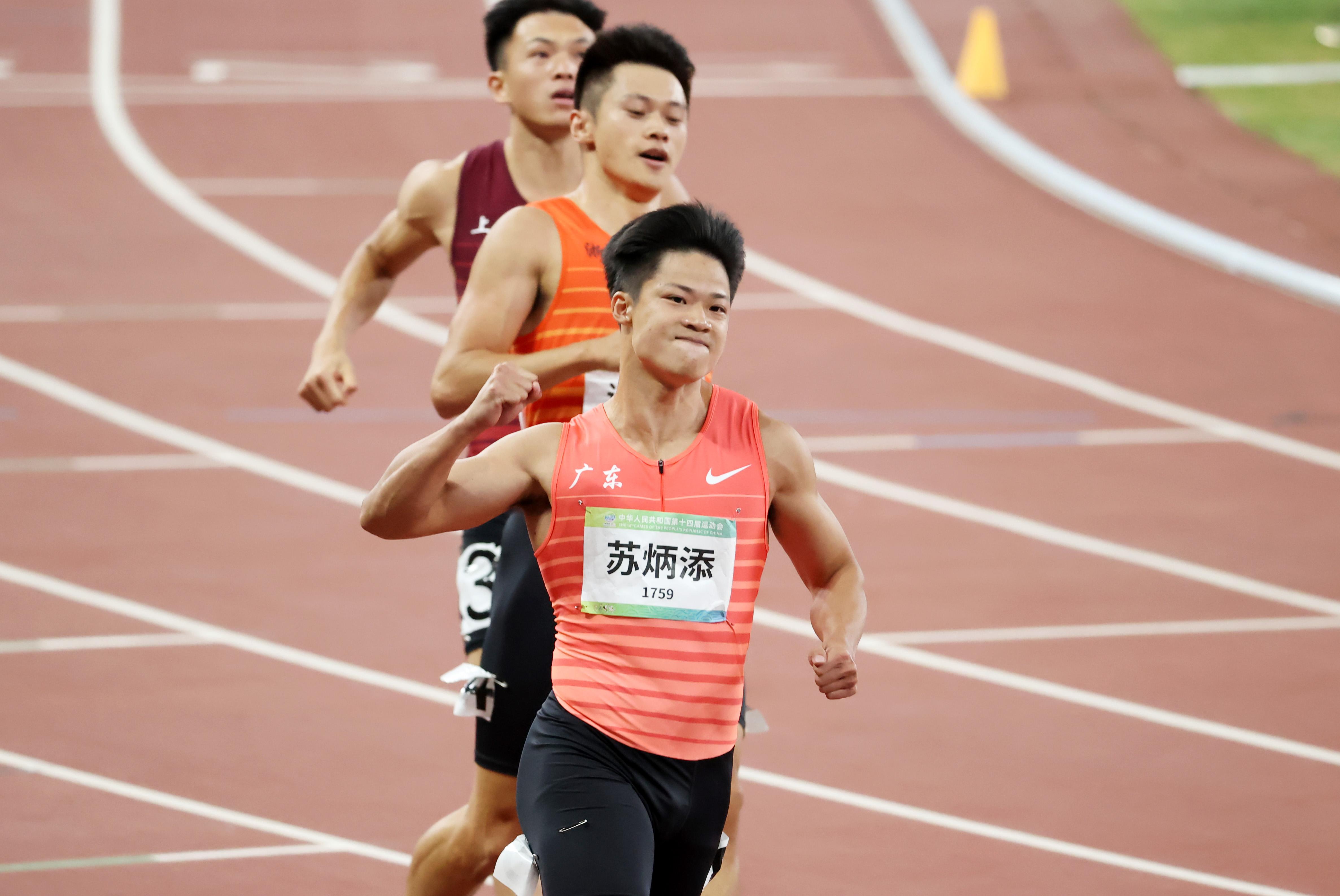 蘇炳添慶祝勝利。