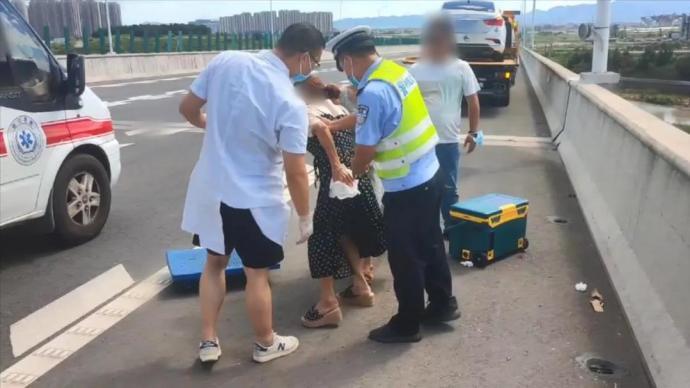 高速上货车掉落铁片刺穿后车底盘和座椅,致一女子髋骨骨裂