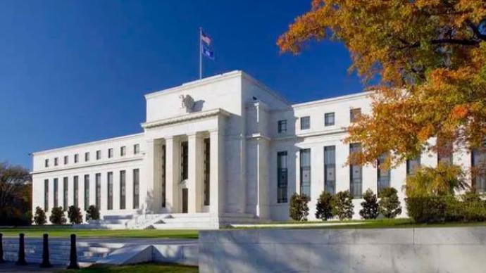 美联储维持利率不变:大幅下调今年增长预期,将很快减码购债