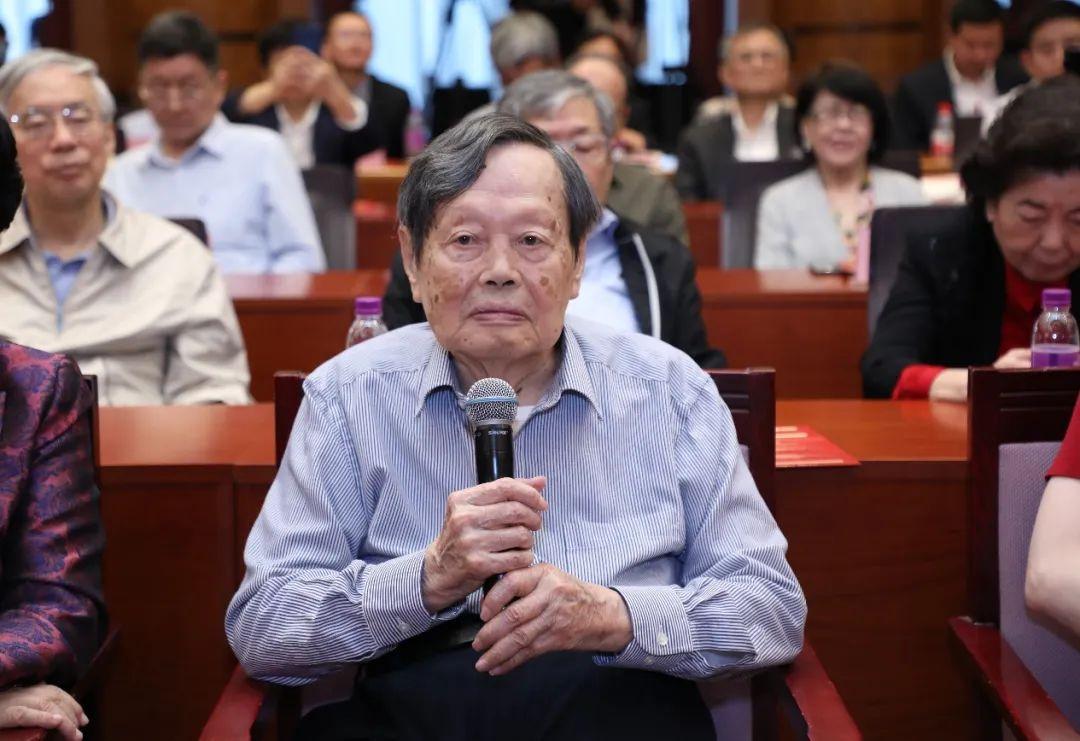 必晟平台登录:杨振宁百岁诞辰发表演讲:但愿人长久,千里共同途