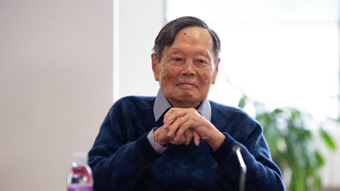 习近平委托教育部负责同志转达对杨振宁百岁生日的祝福