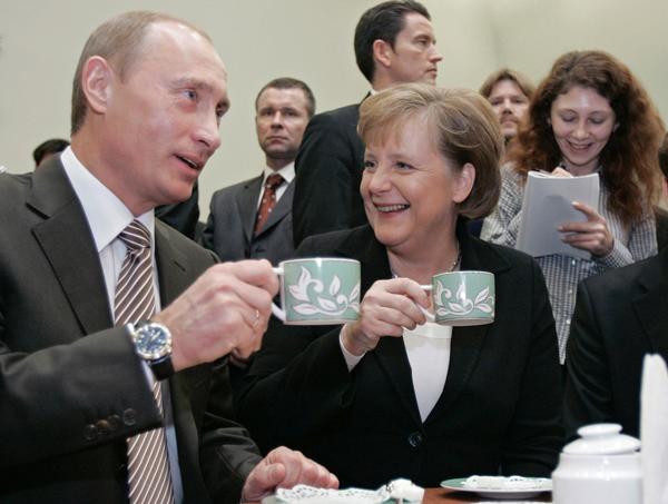 当地时间2007年1月21日,俄罗斯索契,俄罗斯总统普京和德国总理安格拉·默克尔。
