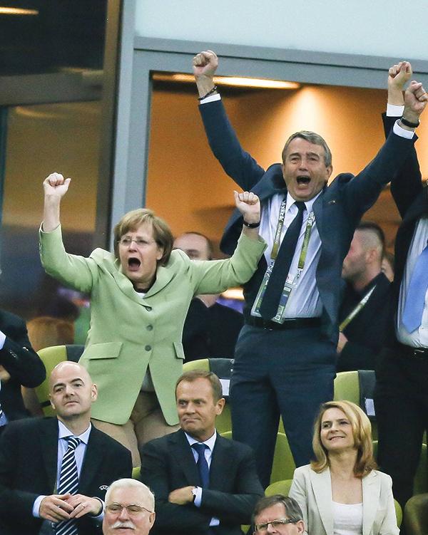 2012年6月22日,波兰格但斯克,2012欧洲杯1/4决赛,德国对阵希腊,德国总理默克尔到场观战。