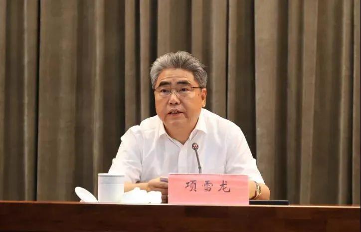 7月17日,连云港召开全市领导干部会议,项雪龙离任讲话。连云港发布/图