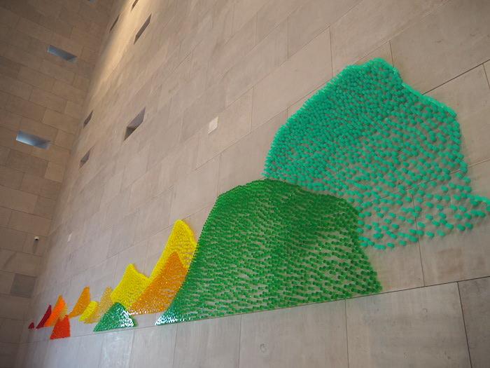 苏州博物馆西馆墙上的艺术装置