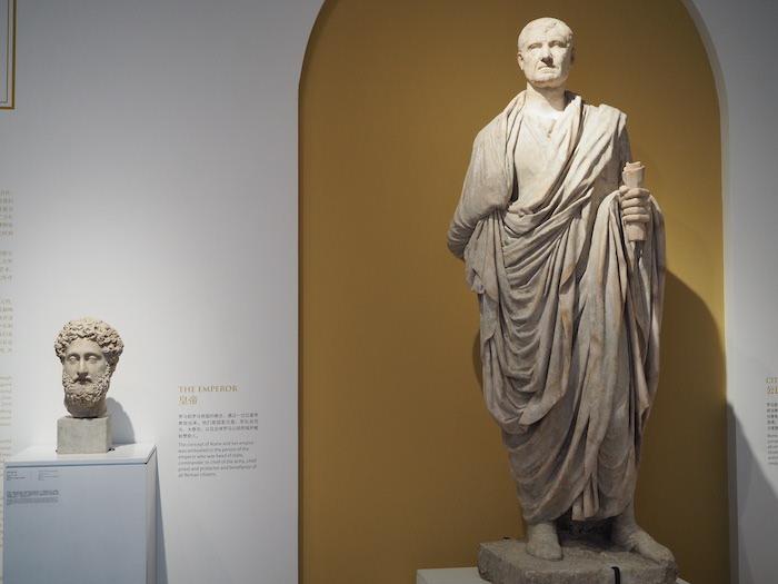 展厅内的雕塑