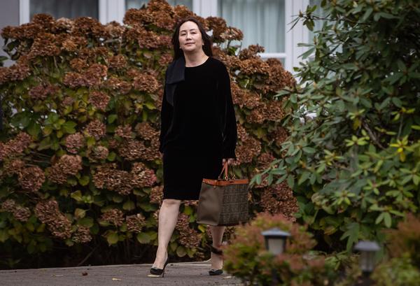 当地时间2020年11月16日,加拿大温哥华,华为公司副董事长、首席财务官孟晚舟再次进入不列颠哥伦比亚省高等法院,她将在开庭后听取对其引渡案中,加拿大执法部门涉嫌滥用司法程序的交叉询问。已经接受交叉询问的两个证人在法庭上分别承认,他们在执法过程中存在错误或者过失。孟晚舟引渡案的审理目前处于第二个阶段,也就是对她的引渡和逮捕是否滥用了司法程序。