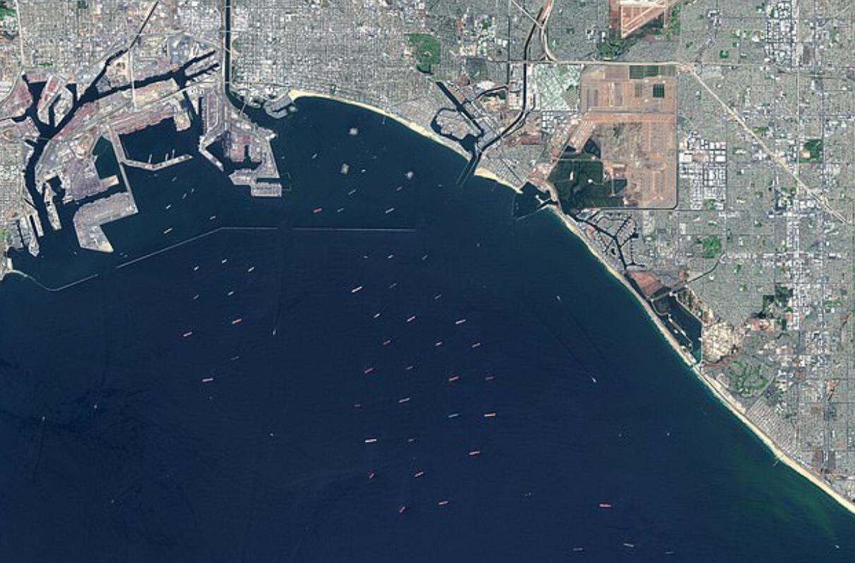 信宏注册登录:美国港口人力缺乏致严重拥堵,数十艘货船被困