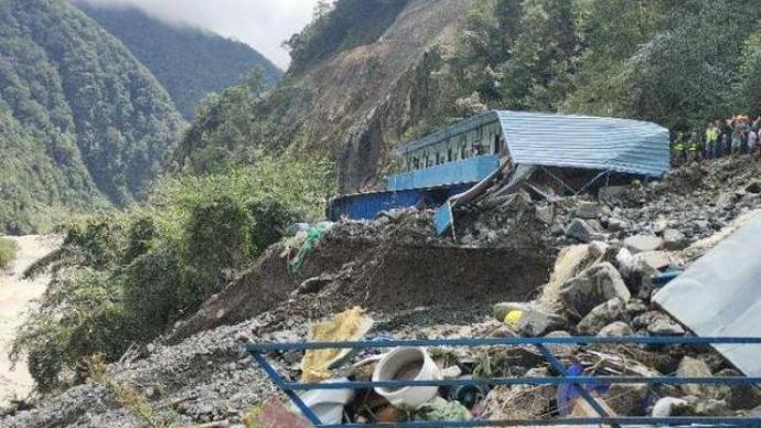 四川天全县喇叭河镇山洪泥石流灾害已致7人遇难