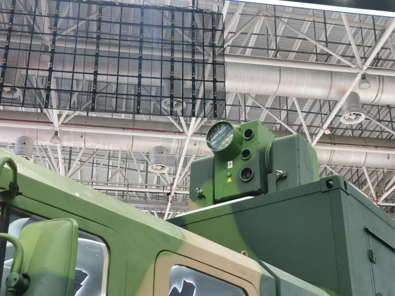 LW-30激光防御系统的激光发射器特写。
