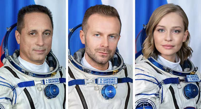 从左开始依次是,安东·什卡普列罗夫、克利姆·希片科和尤利娅·佩列西利德。图片来自NASA官网。