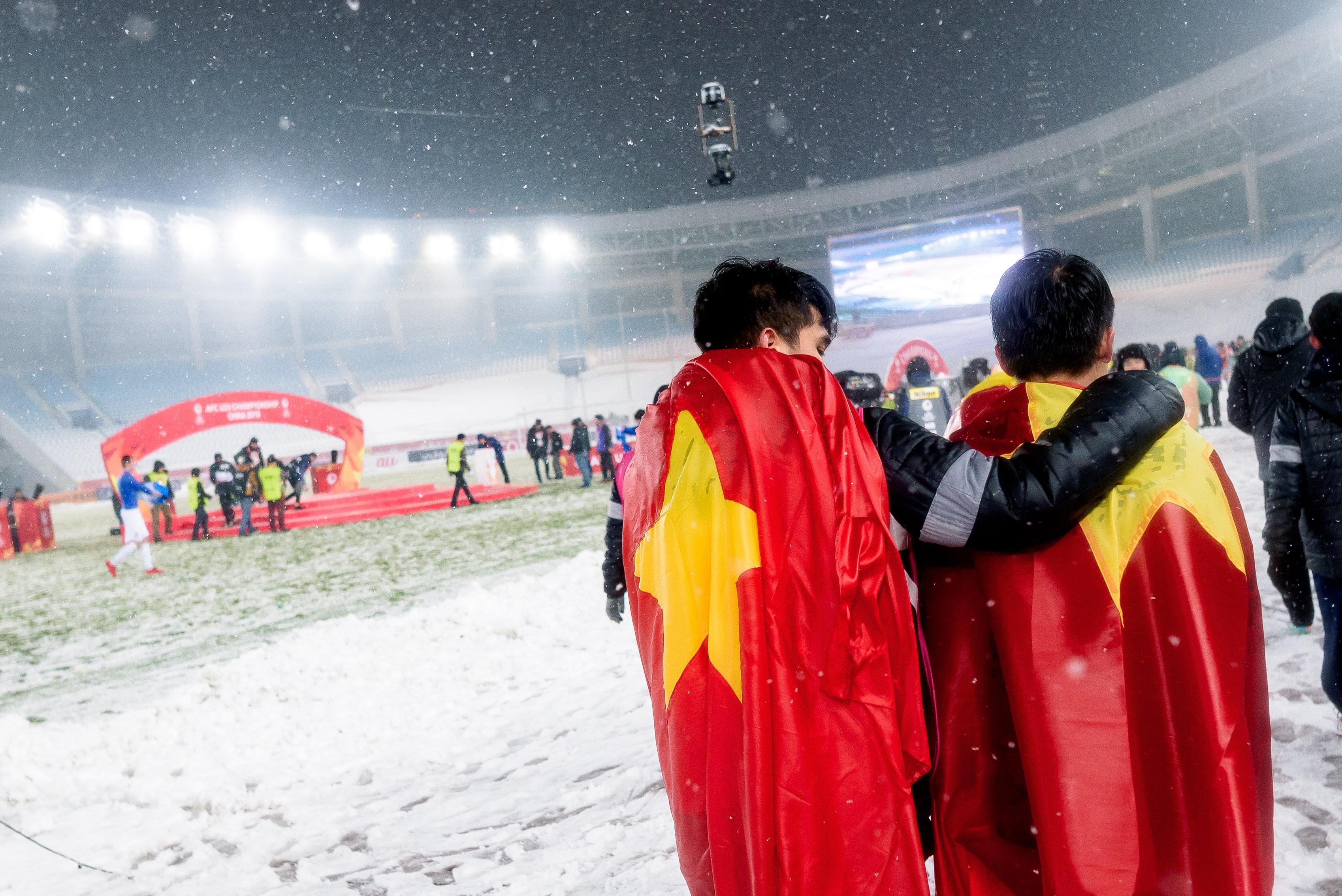 在大雪中,越南队败给乌兹别克斯坦,憾失冠军。