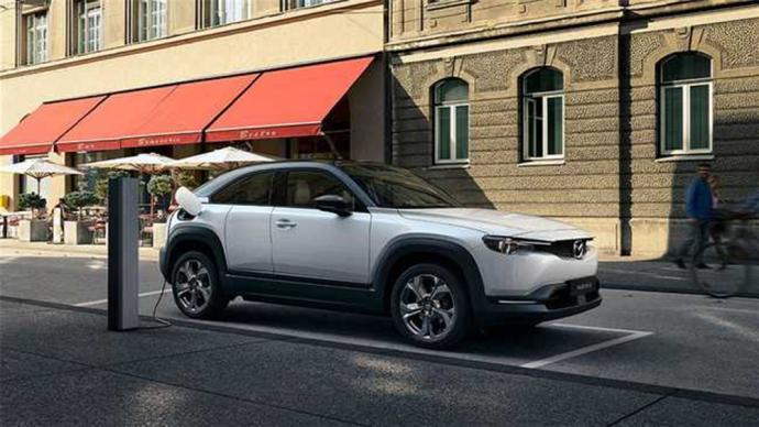 """两年5款新车型,销量连年下滑的马自达""""押宝""""跨界SUV"""