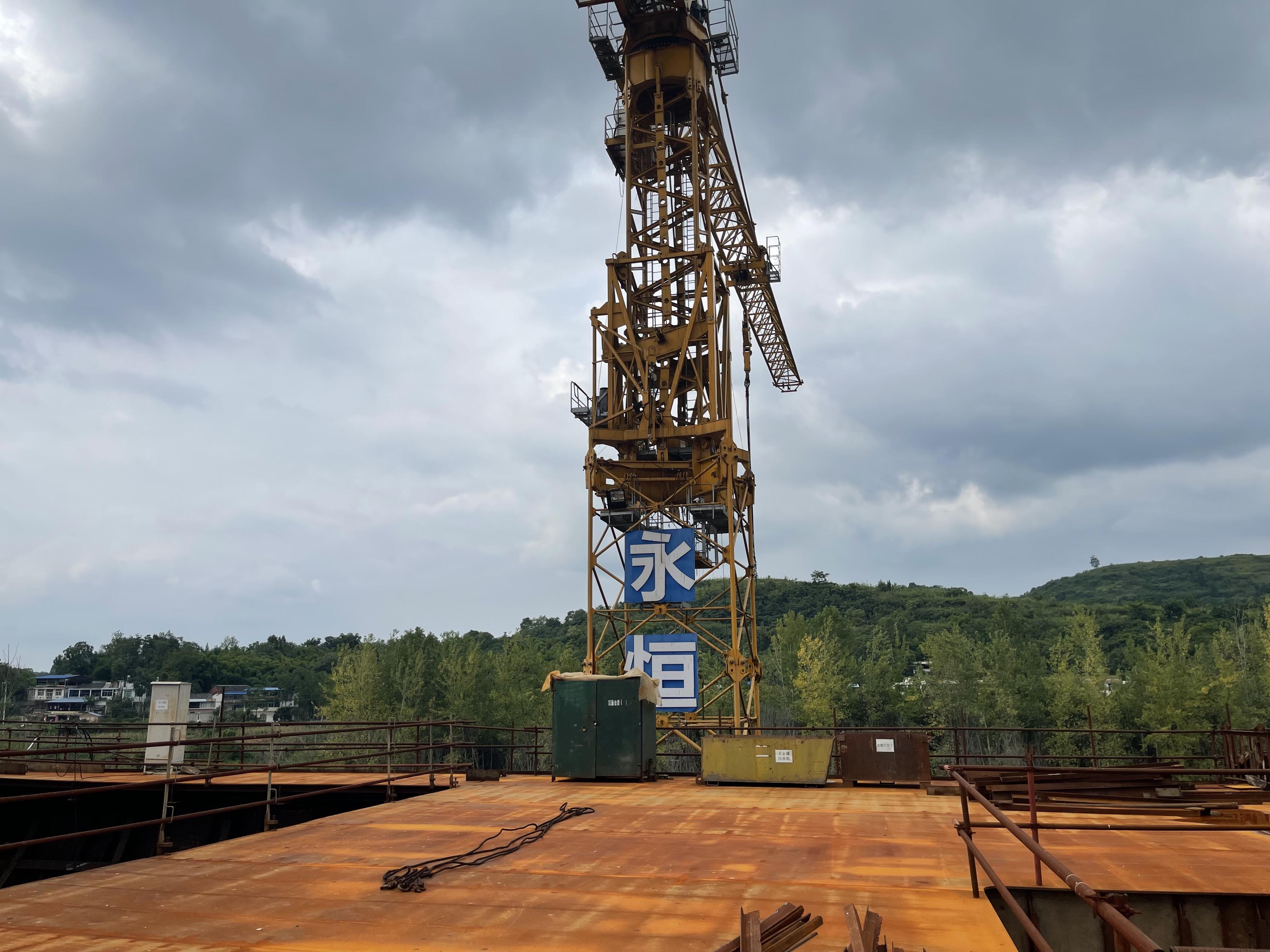 """建设停工中的""""泰坦尼克号""""船体。(本文图片均为 澎湃新闻记者 唐莹莹 摄)"""