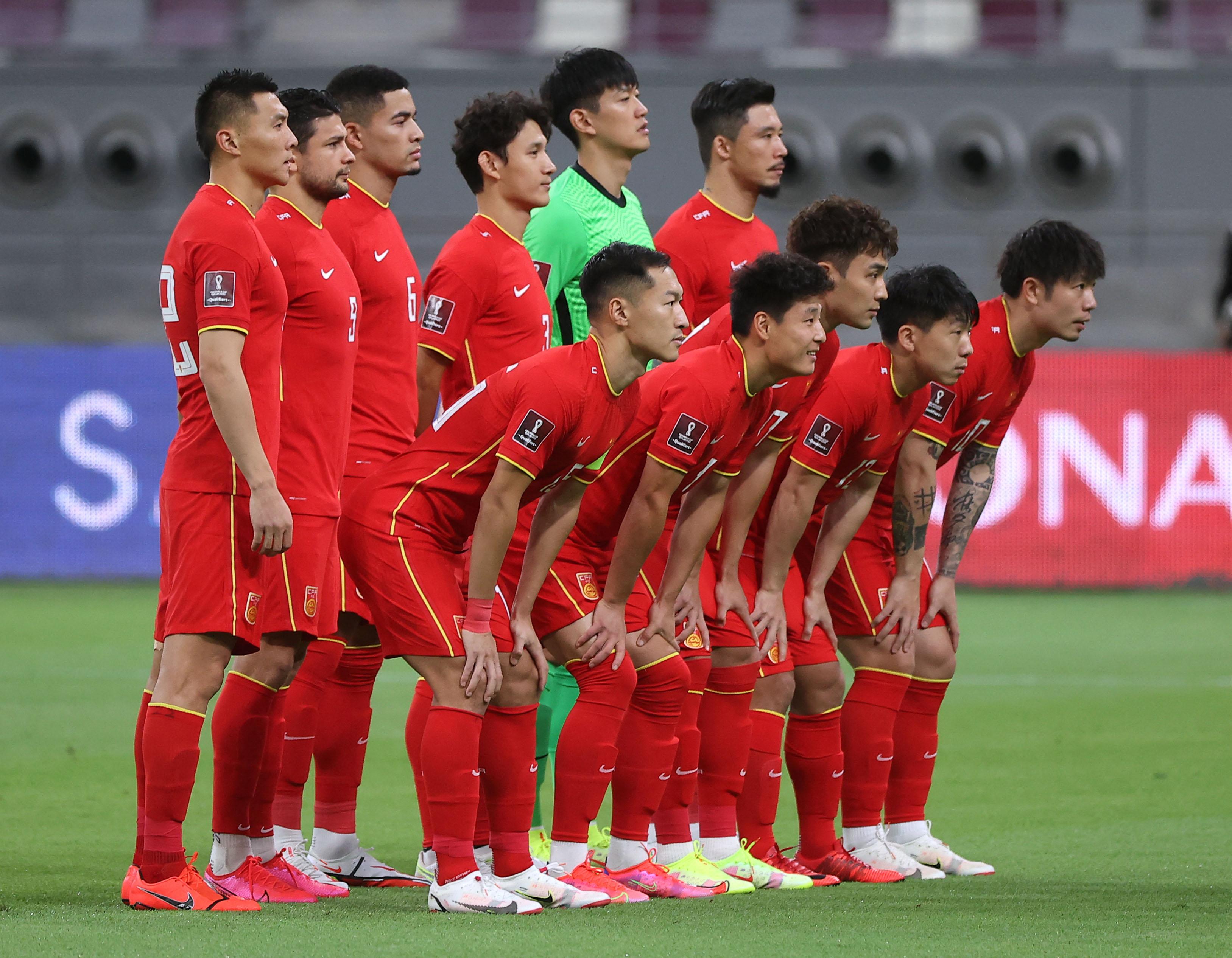 国足参加12强赛。
