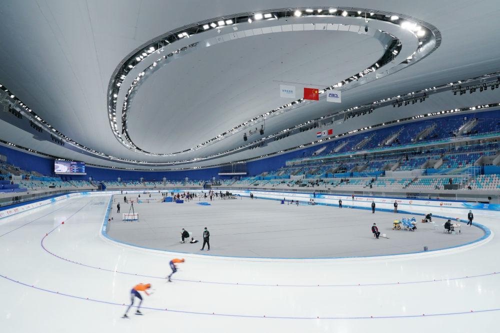 10月10日,荷兰选手在女子1500米比赛中。新华社记者张晨霖摄