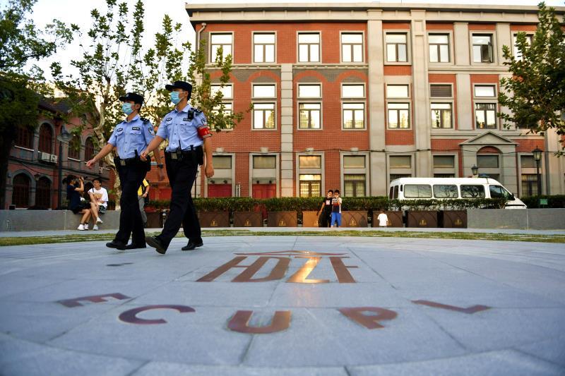 国庆期间,长宁公安民警在苏州河华政步道巡逻。 本文图片均为长宁公安提供