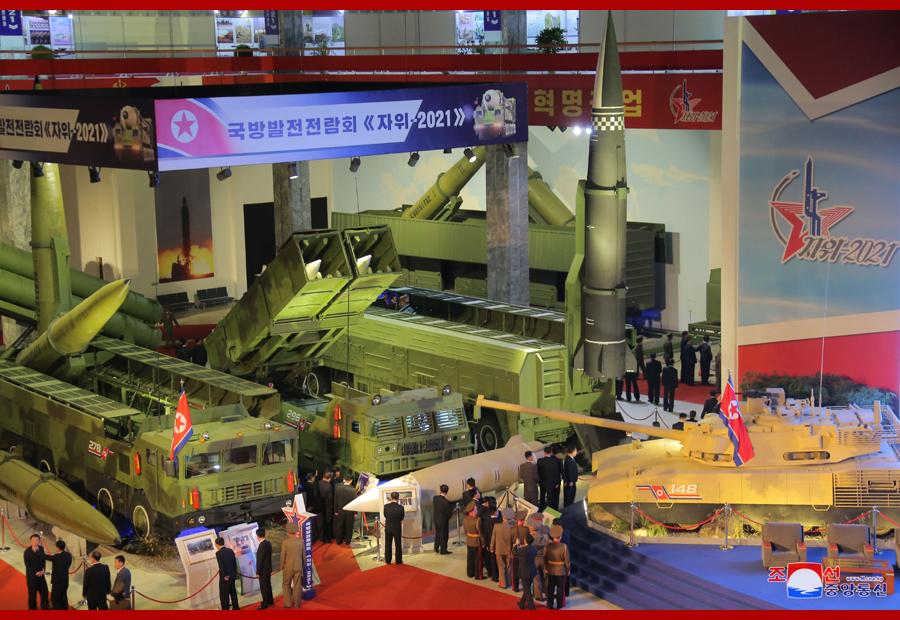 此次展览展出了多种新型武器。
