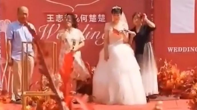 襄阳新郎因疫情被隔离,新娘独自举行婚礼