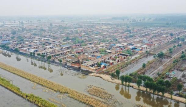 被浸泡6天的山西介休:洪水渐退,大降温前村民自救