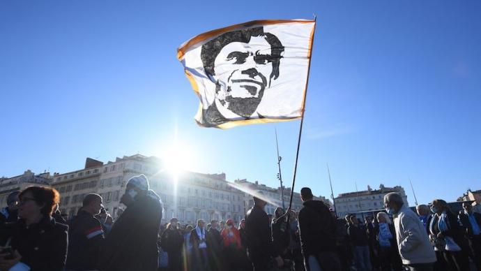 """""""野蛮生长""""劣迹斑斑的法国大亨,缘何得到民众和总统缅怀?"""