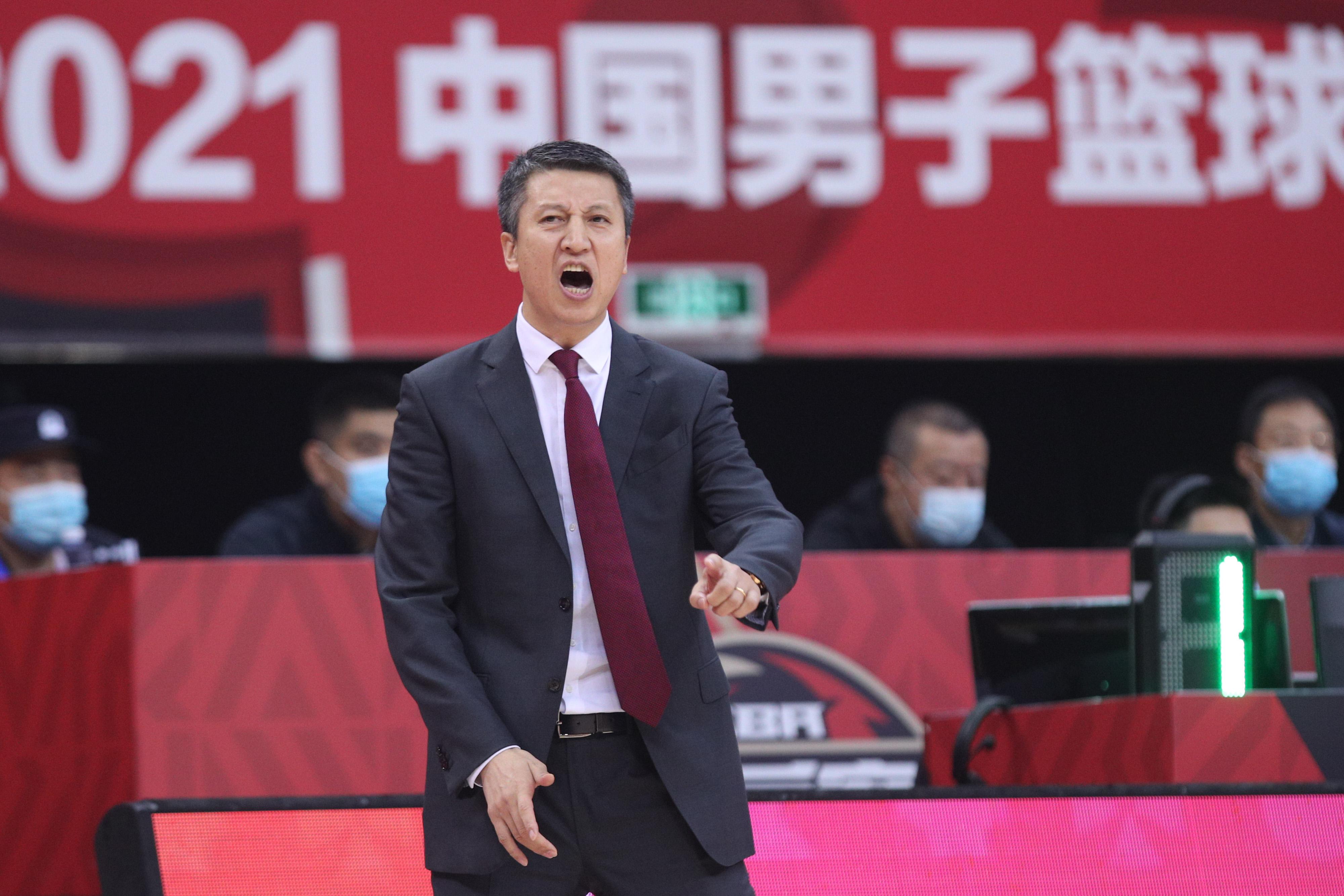 郭士强为广州男篮注入了激情和认真。