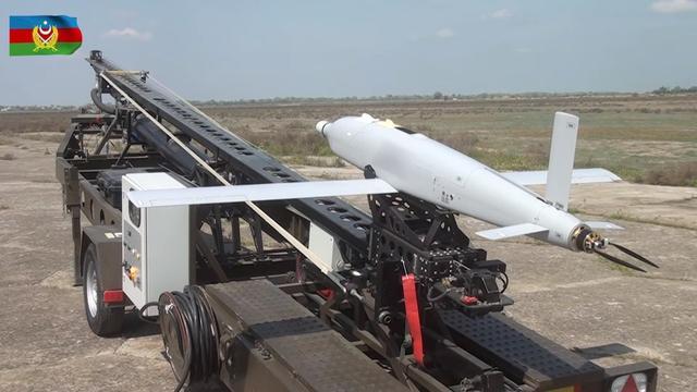 """阿塞拜疆军队装备的""""天空袭击者""""巡飞弹,该弹在纳卡冲突中使用过。"""