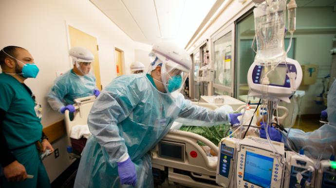 美国三分之一医护人员想辞职,人员缺口或达百万