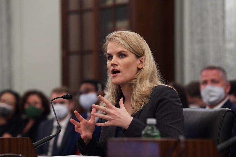 2021年10月5日,美国华盛顿,美国社交媒体巨头脸书(Facebook)公司前产品经理弗朗西丝·豪根(Frances Haugen)出席参议院商务委员会消费者保护小组的听证会。