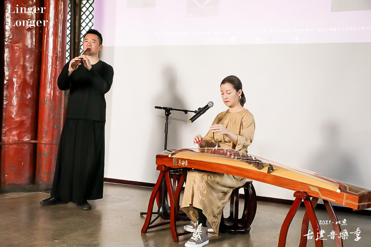 常静和张笛两位艺术家用琴箫合奏