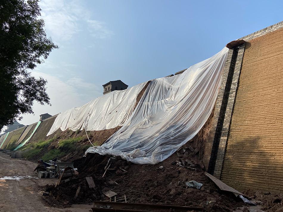 垮塌的平遥古城墙。本文图片除署名外 均由澎湃新闻记者 王鑫 图
