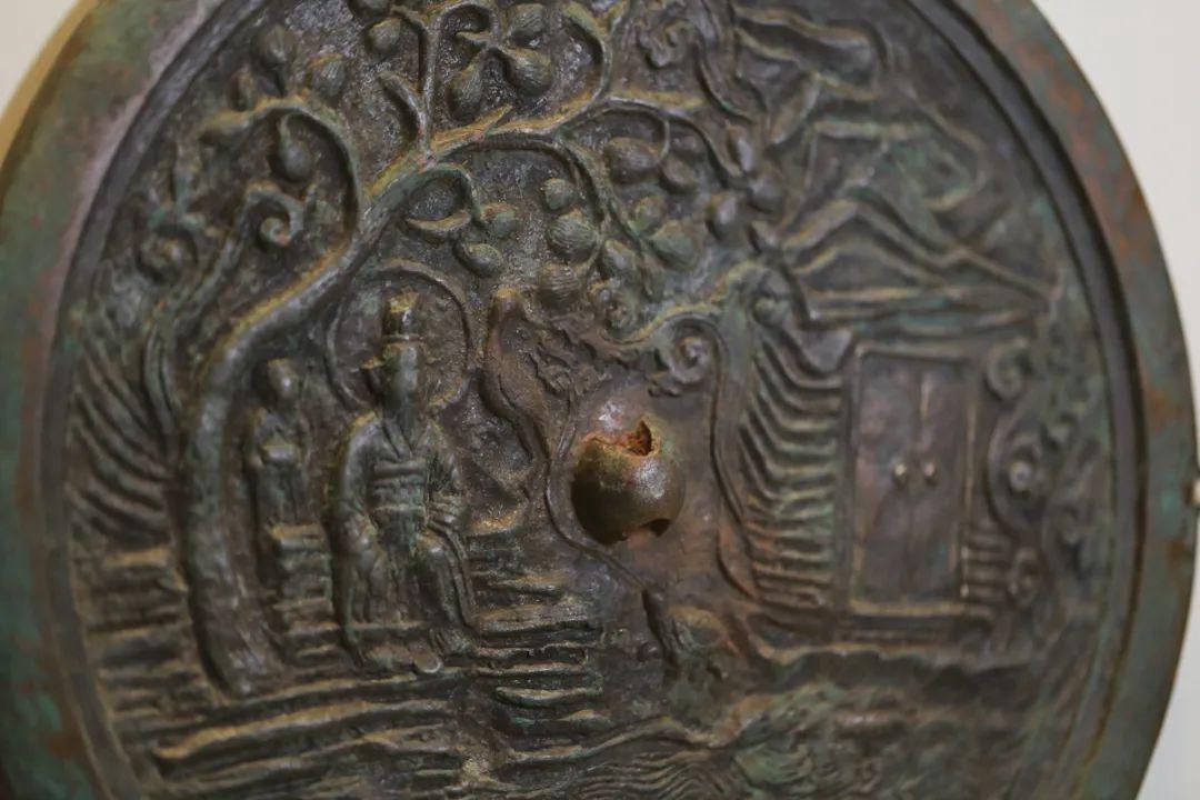 仙人龟鹤纹镜,金,直径33厘米