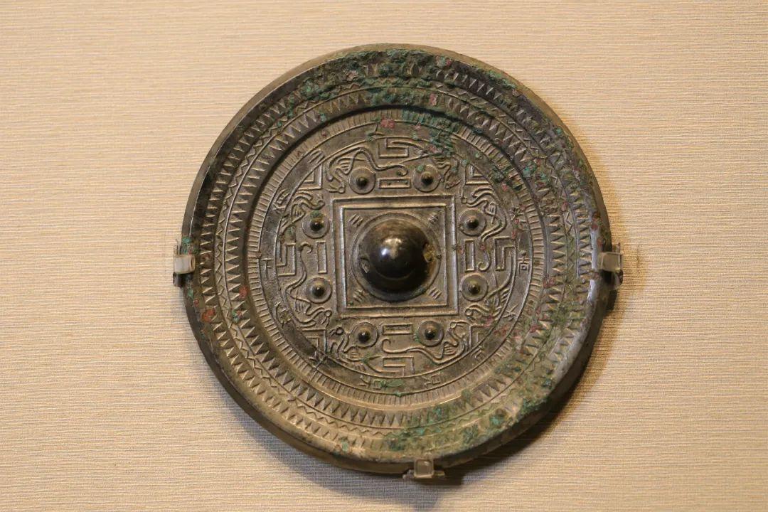 """""""尚方""""博局纹镜,汉,直径13.3厘米"""