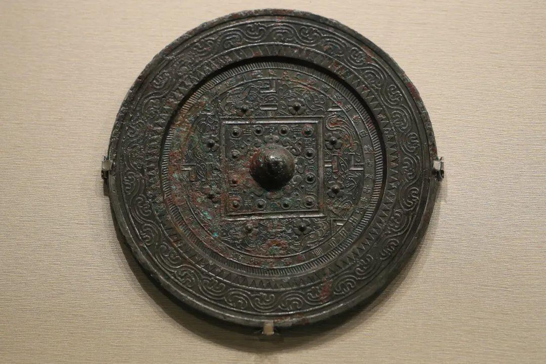 """""""王氏""""四神博局纹镜,汉,直径18.8厘米"""