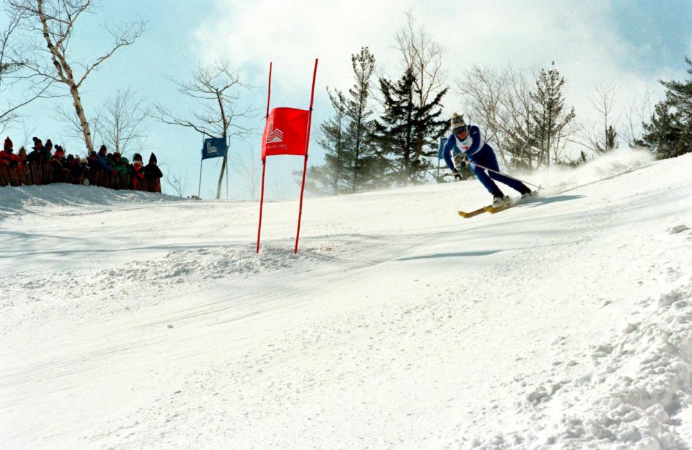 朴东锡在1980年普莱西德湖冬奥会上。新华社记者夏道陵摄