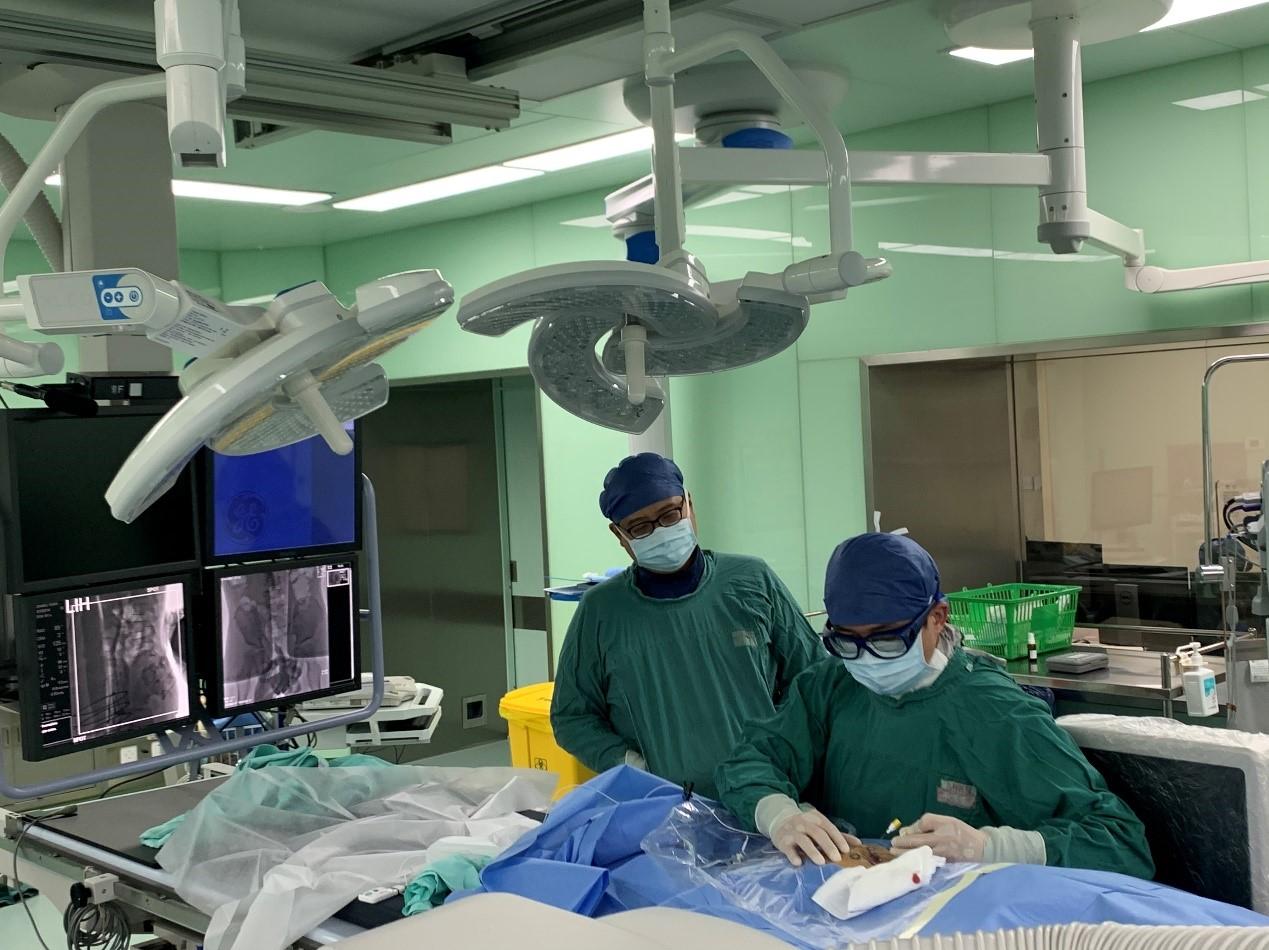 复旦大学附属儿科医院成功开展国内首例排便排尿双重功能障碍儿童的骶神经调控术。