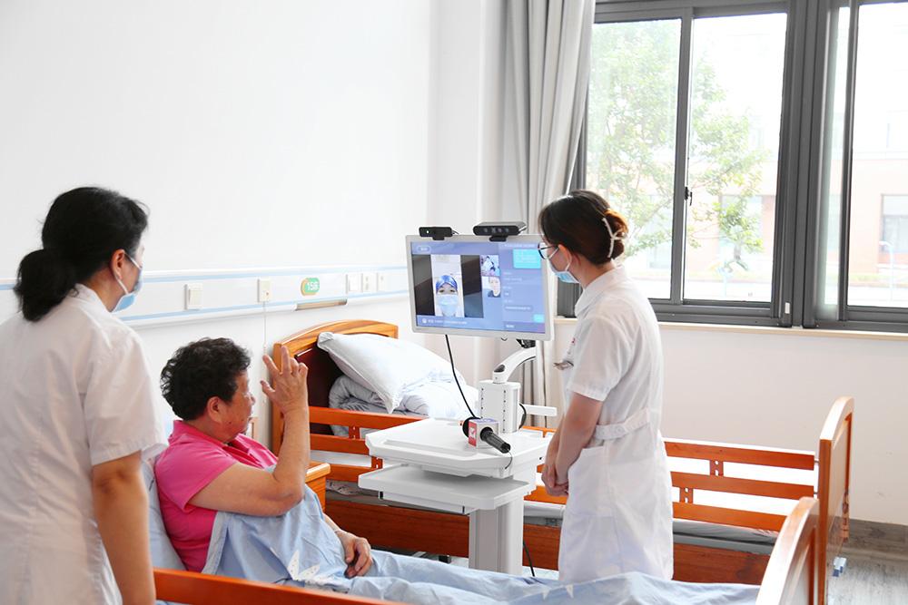 互联网医院远程查房设备。