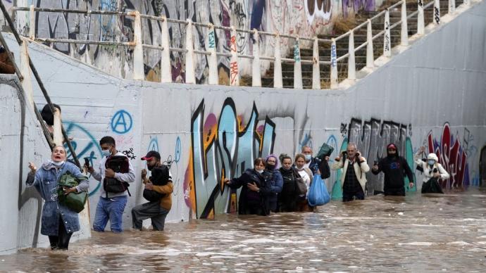 早安·世界|超强风暴侵袭希腊,雅典交通受阻并大范围停电