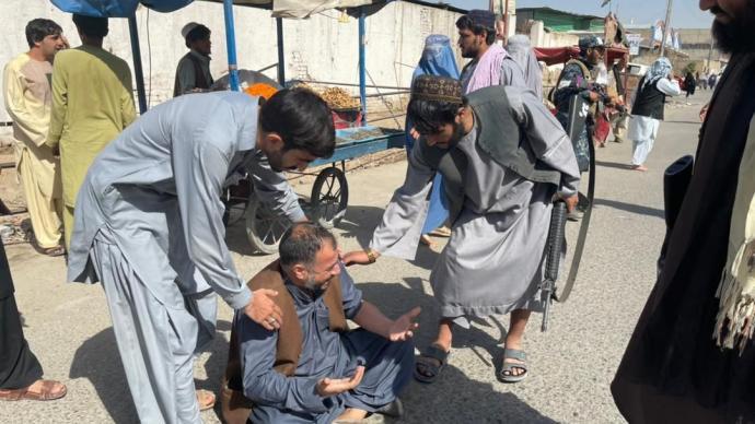 外媒:阿富汗坎大哈清真寺发生爆炸,至少32人死亡