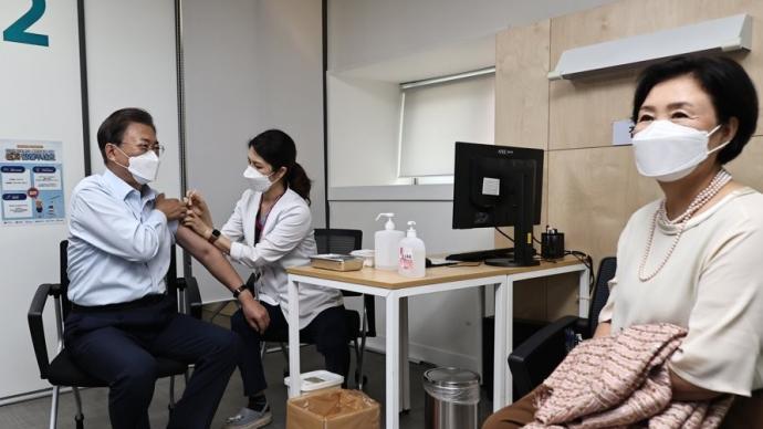 韩媒:文在寅夫妇已接种新冠加强针