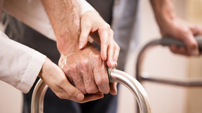 国家老龄事业发展公报:去年全国支出老年人福利经费517亿