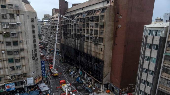 高雄市长陈其迈承诺为46死火灾负责,媒体评论:下台